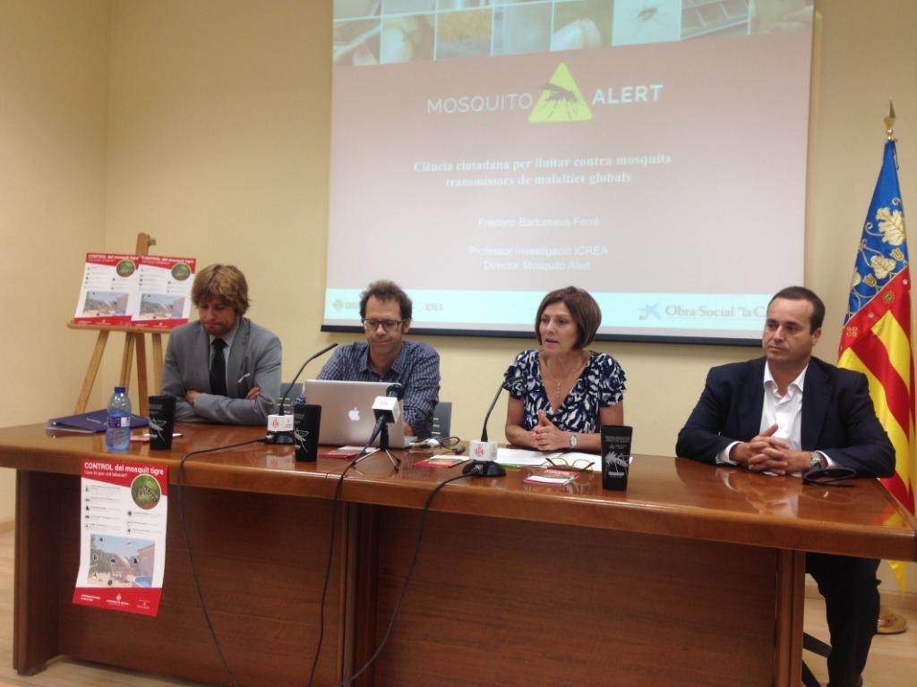 Rubén Bueno (Lokímica), Frederic Bartumeus (Mosquito Alert) and Maite Girau (Health Councilor).