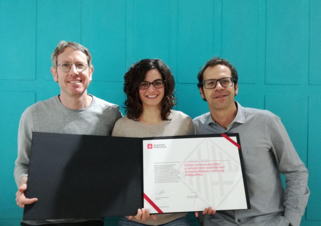 John Palmer, Aitana Oltra i Frederic Bartumeus recogieron el premio.