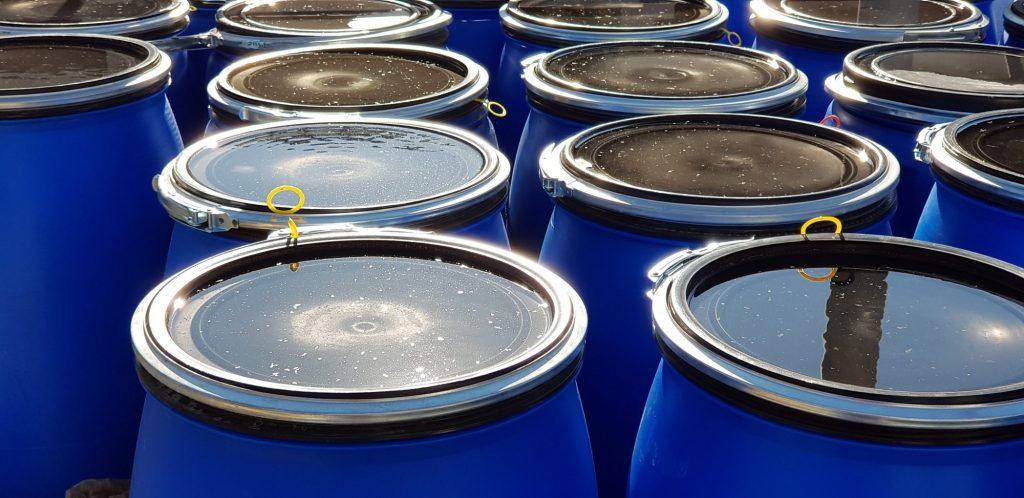 Objetos que acumulan agua de forma fácil en la ciudad. Foto: ASPB